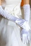 Talpa albă de căprioară cu căptușeală de culoare albă mănâncă mănuși groase de nuntă