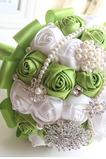 Fructe proaspete de fructe proaspete verde mireasa care deține flori